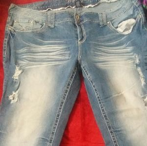 Amethyst distressed jeans size 24 series 31 style
